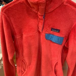 Adorable Patagonia pink fleece pull over!